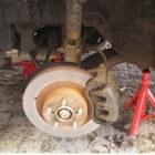 Remmen vervangen, onderhoud aan een Subaru