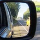 Autorijles - Belang van het veelvuldig kijken in de auto