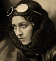 Amy Johnson / Bron: British Government employee, Wikimedia Commons (Publiek domein)