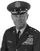 Kapitein Chuck Yeager / Bron: United States Air Force, Wikimedia Commons (Publiek domein)